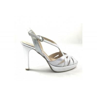 Sandalia de piel en plata