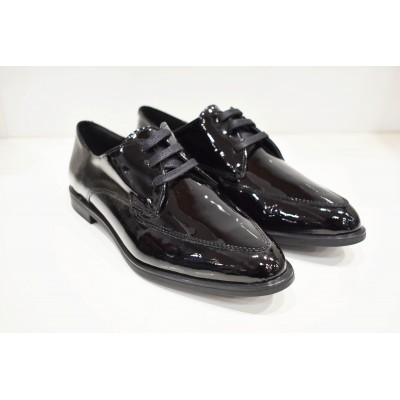 Zapato de cordones charol negro