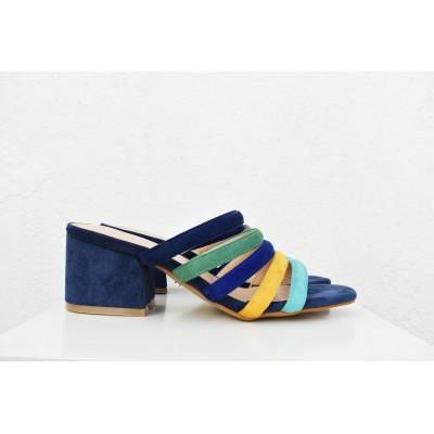 Sandalia de tiras de colores y tacón ancho
