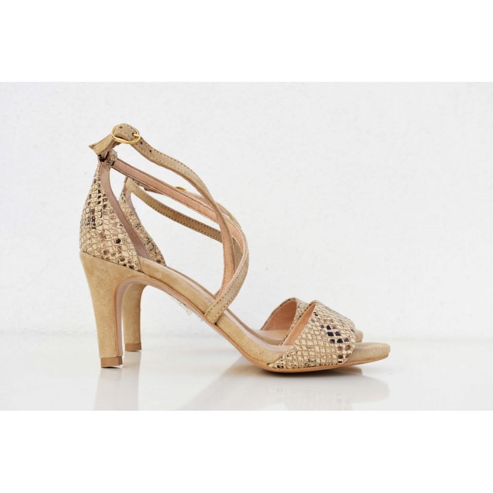 Sandalia de piel con tacón medio