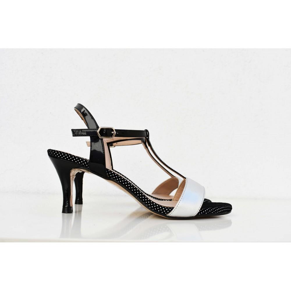 Sandalia de tacón bajo de piel