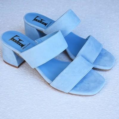 Sandalia de tiras de piel