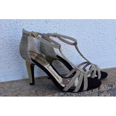 Sandalia de piel con brillos plata